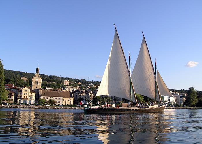 """Bateau """"La Savoie"""" sur le lac"""